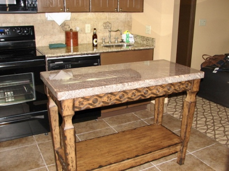 Kitchen island detail