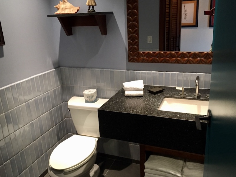 Split bathroom (toilet & vanity)