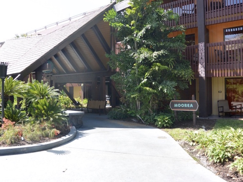 Moorea main entrance, garden side