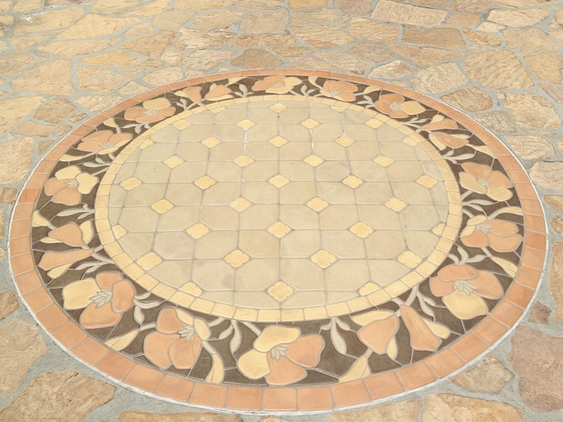 Outdoor tile feature